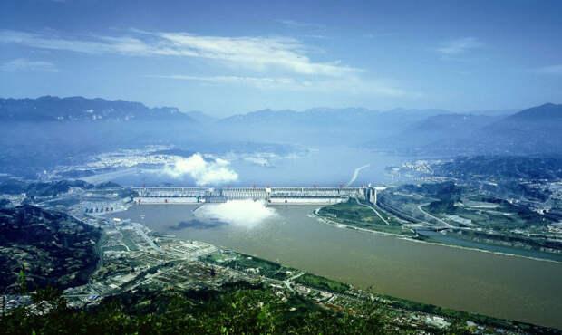 Плотину хотели построить еще в начале 20 века. | Фото: gumbat.su.