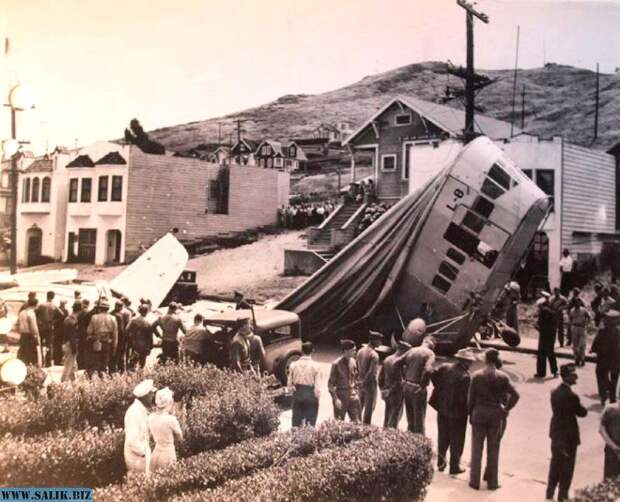 Падение дирижабля было довольно разрушительно: он повредил крыши нескольких домов, две машины, оборвал электропровода.