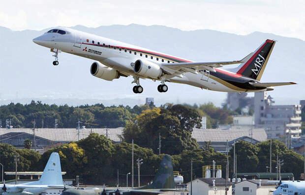 Новый японский авиалайнер MRJ-90 успешно выполнил первый полет