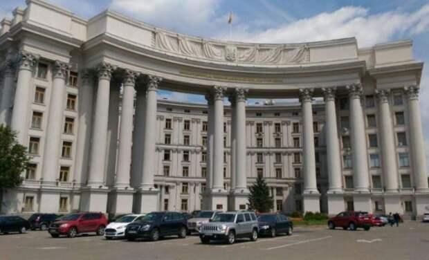 Киев объяснил, почему не хочет разрывать дипотношения с Россией