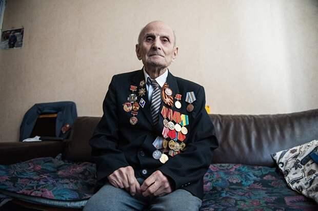 94-летний ветеран из Москвы живет на кухне. Чиновники считают, что у него «40 лишних сантиметров» жилплощади