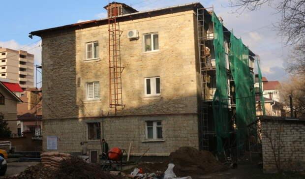 «Омскэлектро» выполнило только половину работ поремонту судебных домов