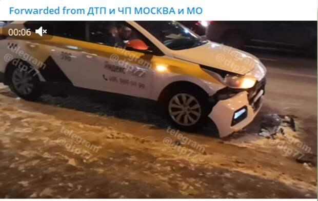 Таксист въехал в иномарку возле метро «Бабушкинская»