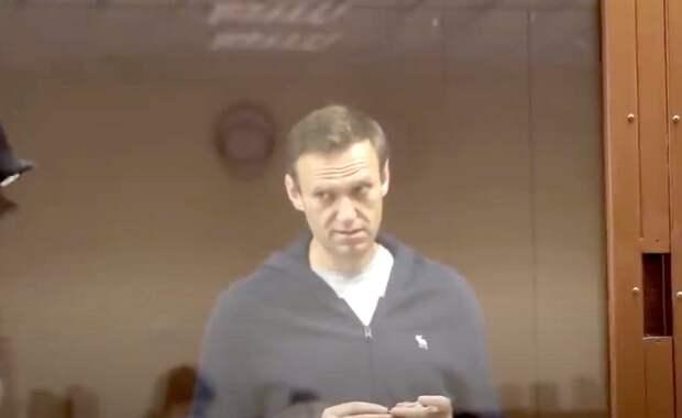 Эксперты объяснили хамское поведение Навального в суде