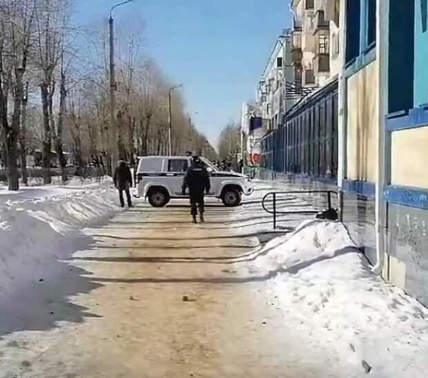 Захвативший офис микрозаймов в Северодвинске сдался полиции
