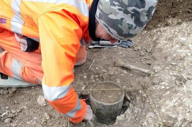 Загадочный цилиндрический предмет нашли у Стоунхенджа