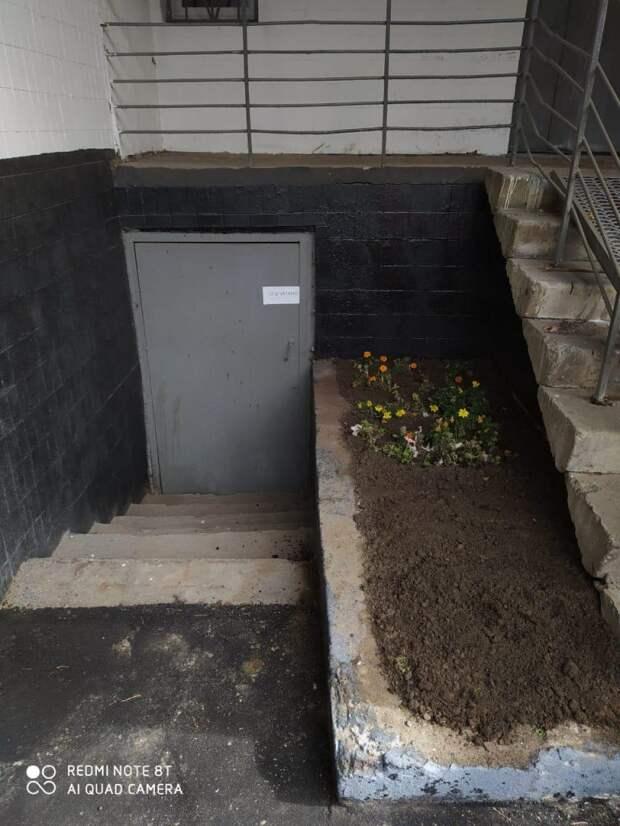 Землю для цветников привезли на 2-ую улицу Марьиной рощи