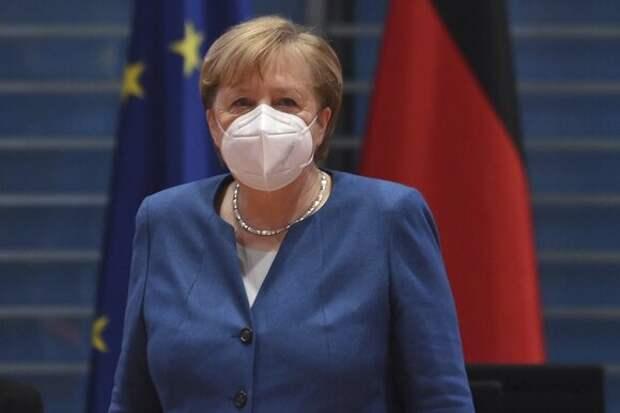 Меркель высказалась против предоставления привилегий привитым от COVID-19