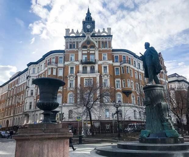 Памятник Шухову на Сретенском бульваре, Москва