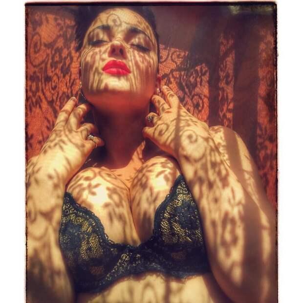 Стефания Феррарио крушит стереотипы о модельной внешности