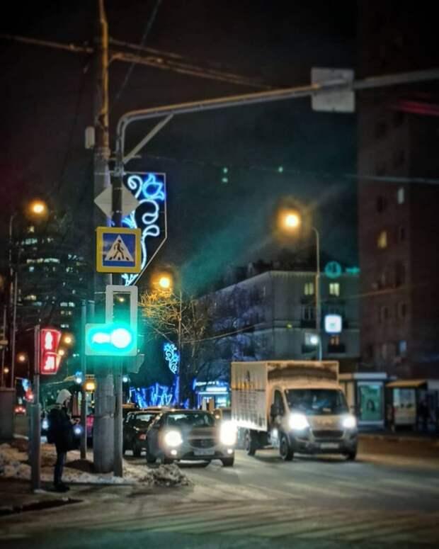 На улице Маршала Бирюзова заменили светофор