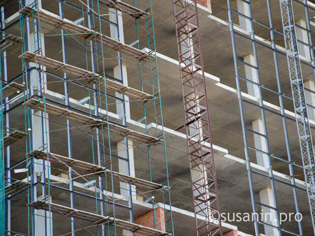 Глава Минстроя Удмуртии объяснил, почему строители продолжили работу в «выходную» неделю