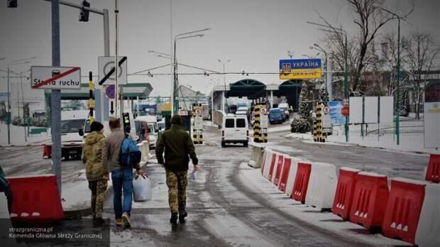 На границе с Польшей огромная очередь: украинцы пытаются попасть на родину