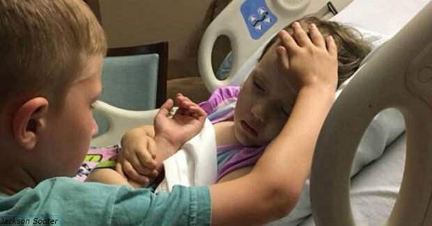 На этом фото 6-летний мальчик утешает умирающую от рака мозга сестренку...
