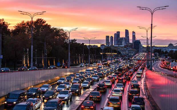 Российские водители ежедневно проводят в пробках более 1 часа. Исследование