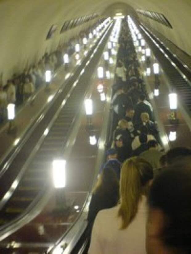 Резкая остановка эскалатора метро привела к травмам