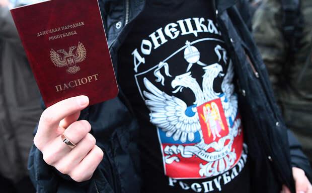 Жителям Донбасса советуют прятать подальше паспорта ДНР и ЛНР