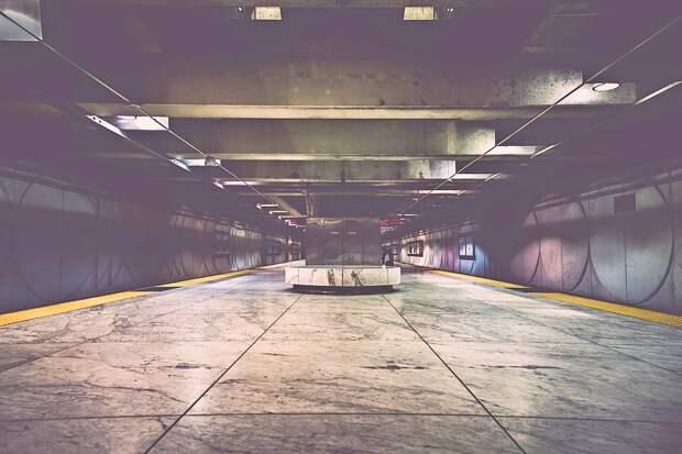 Сотрудники метрополитена снимут вторые двери при входе в вестибюль станции «Марьино»