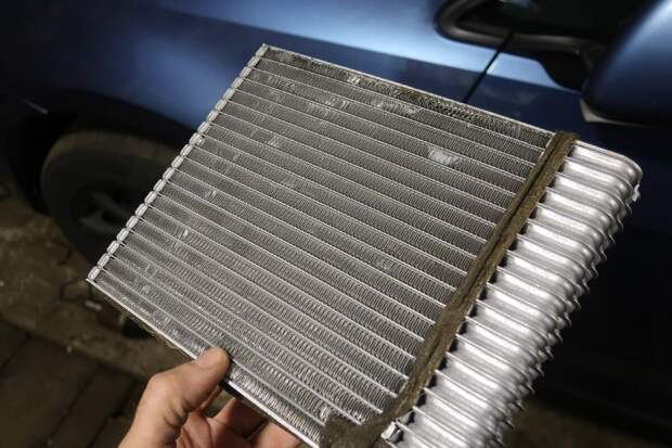забит радиатор отопителя или основной