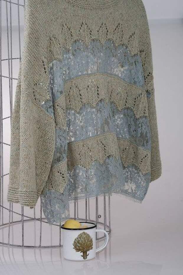 Кружево, ввязаное в свитер