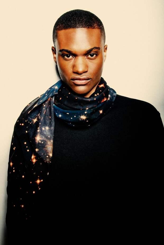 """Потрясающие шарфы, дизайнеры вдохновились космическими снимками телескопа """"Хаббл"""""""