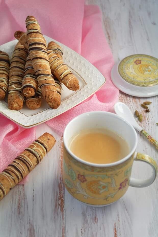 Апельсиново-ореховые палочки с шоколадом и имбирный чай с молоком