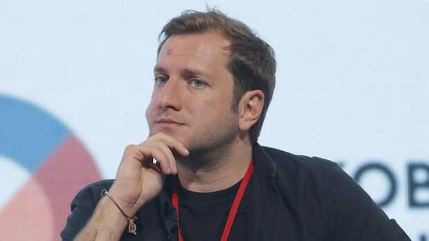 Экс-мужа Михалковой засняли за поцелуем с копией бывшей жены