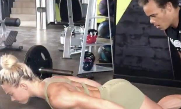 Отжимания без рук: спортсменка показала упражнение, которое почти нельзя повторить