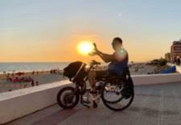 Парализованный испанец создал портал для людей с инвалидностью и вдохновляет их своим опытом