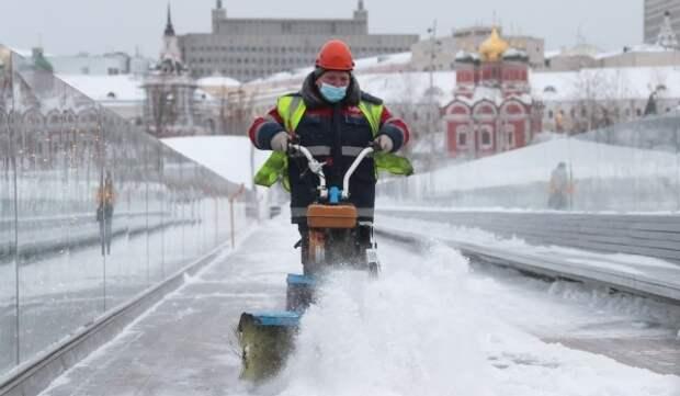 Бирюков попросил автомобилистов воздержаться от поездок по городу из-за снегопада