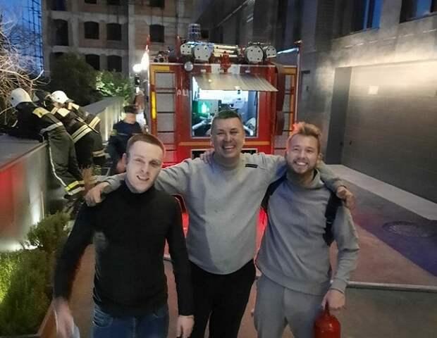В Сочи туристы помогли потушить пожар около Дендрария