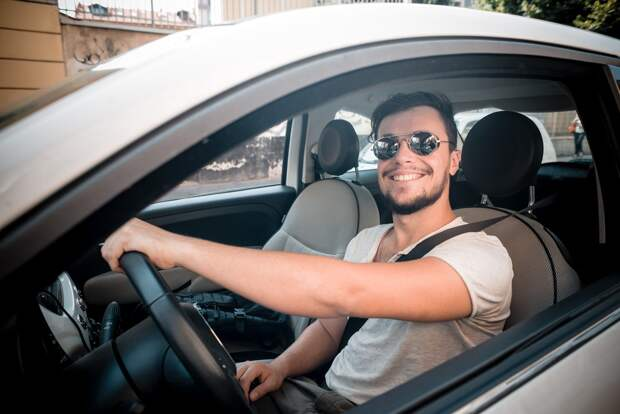 Убедись, не мудак ли за рулем! Посмотри на руки водителя — узнай о нём всё.