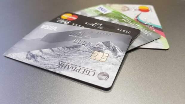 Житель Псковской области лишился 400 тыс. рублей с банковской карты