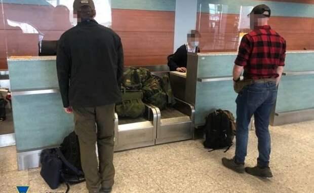 Хотевшие вступить в«Азов» американцы высланы сУкраины занацизм