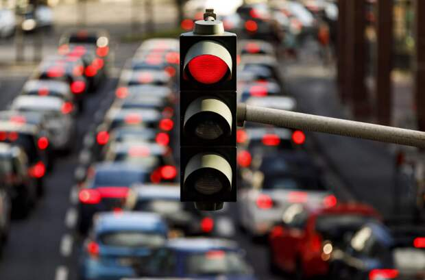 Остался на перекрестке на красный свет — что делать?