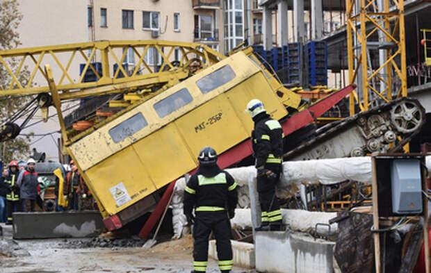 В Краснодаре рабочий погиб при падении строительного крана