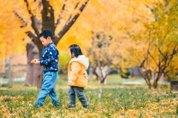 В Китае в школьную форму вшивают микрочипы: за младшими учениками будут приглядывать дистанционно
