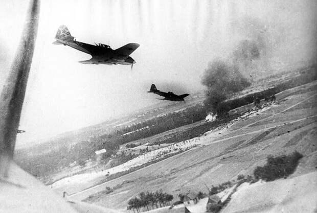 Рисунок 2. Ил-2 атакует врага