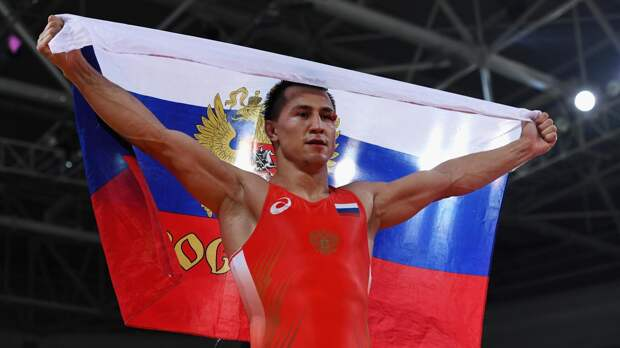 Роман Власов победил Золтана Леваи и стал трехкратным чемпионом мира