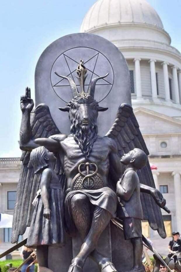 В США поставили памятник сатане