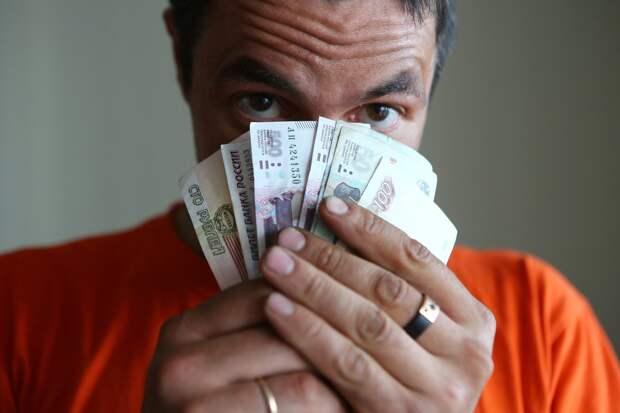 ЦБ: Рекордное число россиян живут в долг и проедают сбережния
