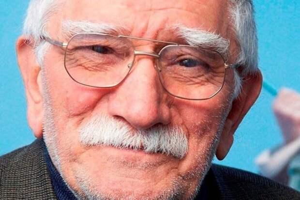 «А Виталина бульончики ему носит»: Армена Джигарханяна срочно госпитализировали