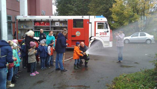 Детсадовцы побывали на Дне открытых дверей в пожарной части Подольска