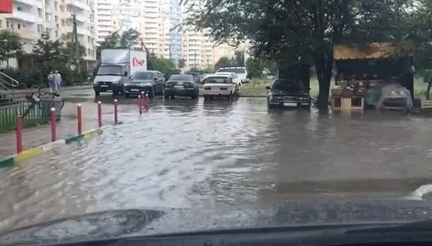 В Краснодаре после дождя подтопило дороги