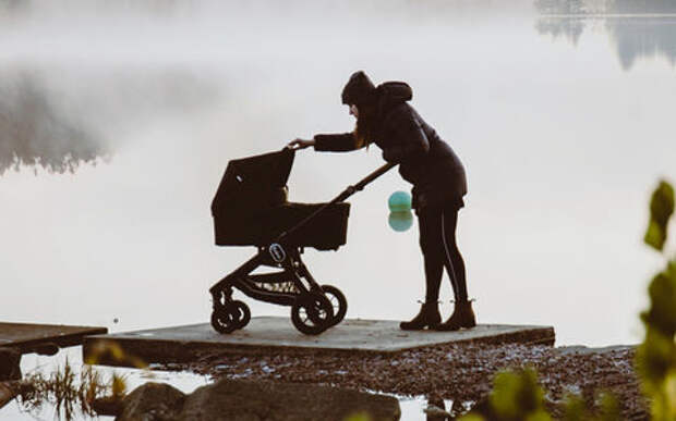 Водитель сбил коляску с младенцем на переходе