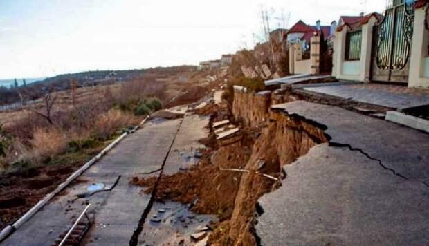 В Севастополе 58 туристов предупреждены о разрушении домов оползнями