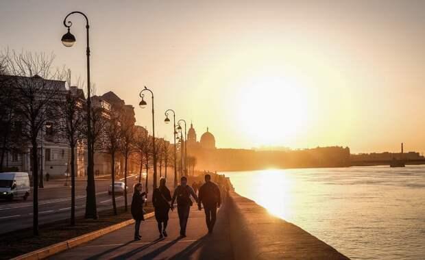 Время работы ресторанов в Петербурге ограничат до 23:00