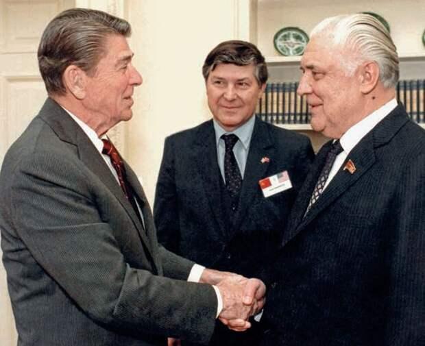 В Белом доме с президентом США Рональдом Рейганом. 1985 г.