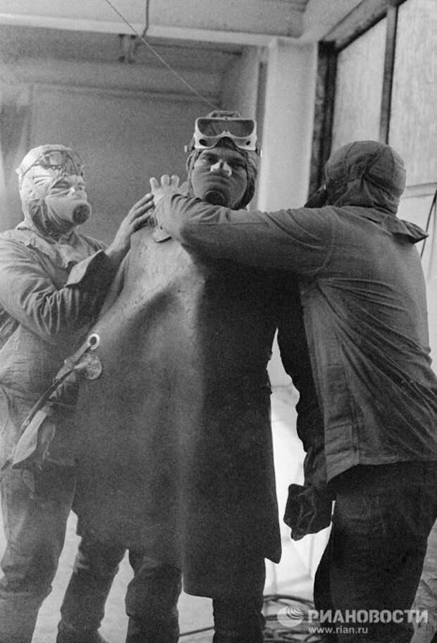 Как отцы работали». Как британские СМИ оправдывают ляпы «Чернобыля ...