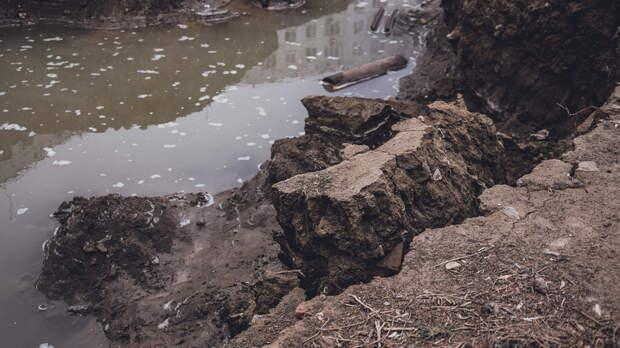 Более 2,6 млн рублей отсудила жительница Ростова за попавший в яму автомобиль